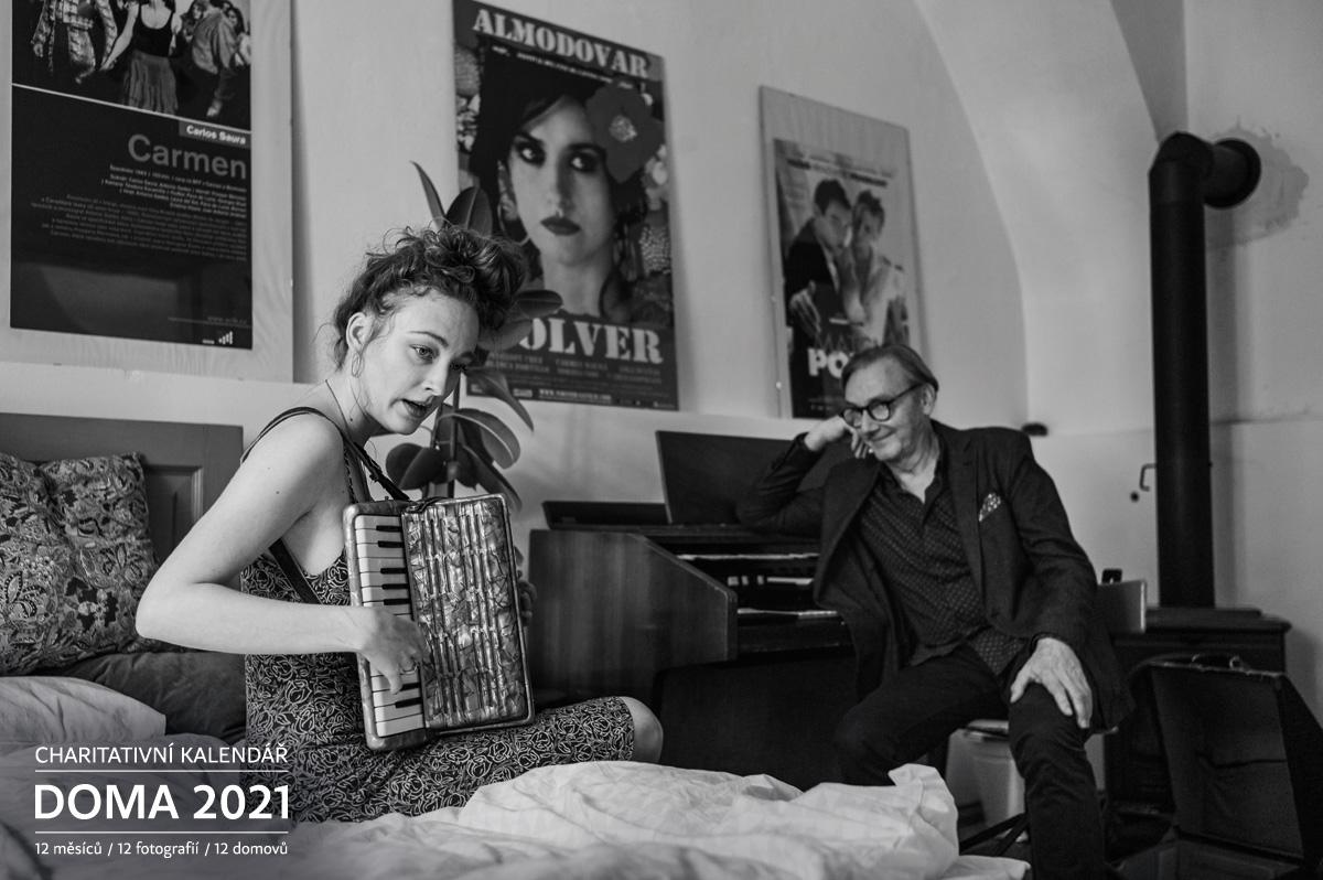 Portrét Rozálie Havelková s otcem Ondřejem Doma 2021